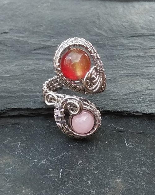 Prsten s minerály.