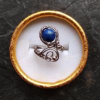 Ocelový lapis lazuli.