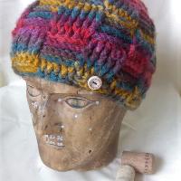 Barevná vzorovaná čapka