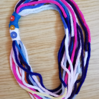 Pletený náhrdelník (šálka) z dutinek skladem