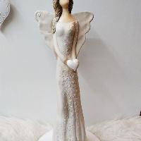 Anděl 36 cm -  přírodní s bílým srdíčkem a kamínky