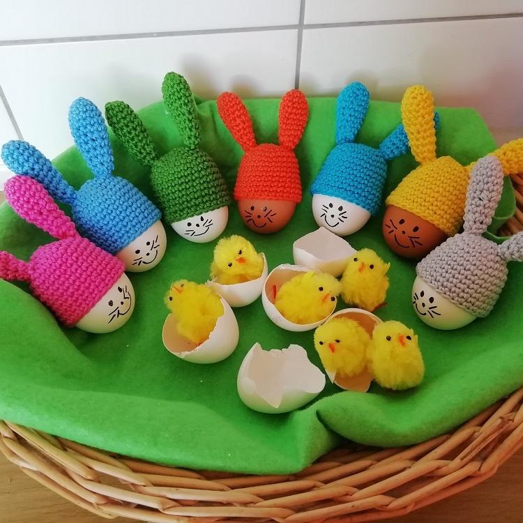 Háčkovaná zajíčková čepička na vajíčka