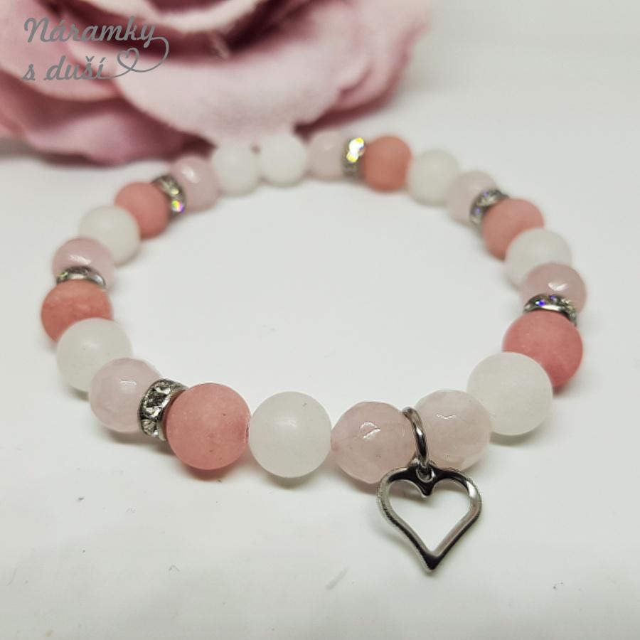 Náramek z minerálních kamenů se symbolem srdce