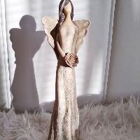 Anděl 36 cm -  přírodní s růží