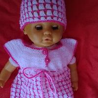 Háčkované šatičky + čepička na panenku 42cm.