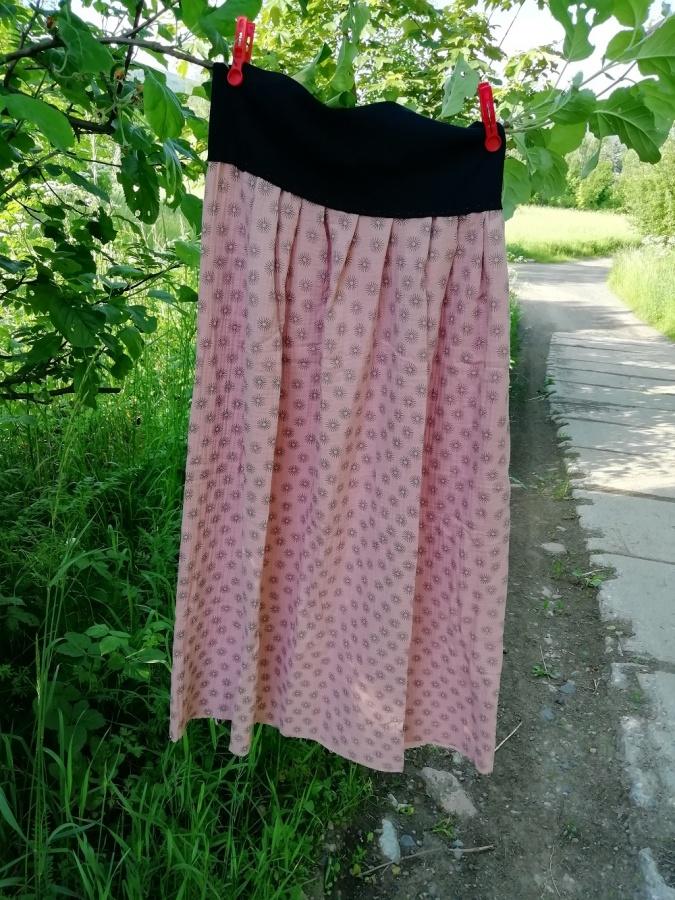 Šitá sukně - šedé kytičky na starorůžové