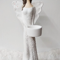 Anděl 36 cm - světlonoš, bílý, lehce postříbřený, tmavší vlásky.
