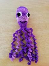 Háčkovaná chobotnička odstíny fialové