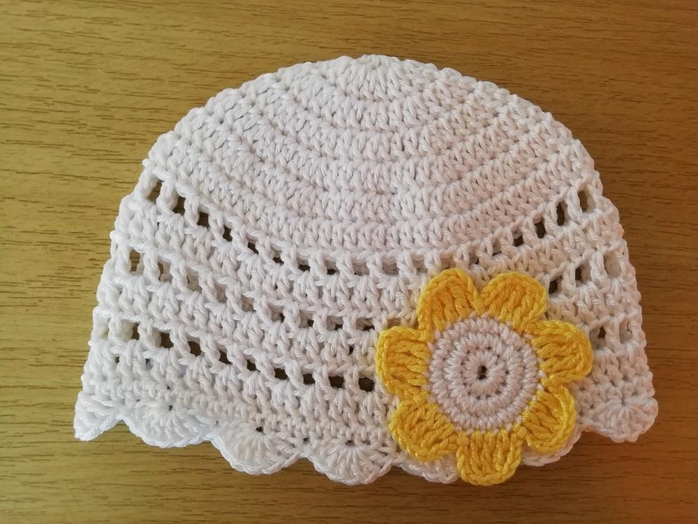 Háčkovaná dírkovaná čepička bavlna