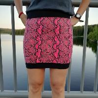 Šitá sukně červená hadí kůže skladem