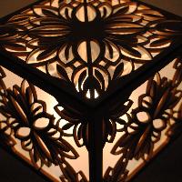 Dřevěná lampa KVĚT