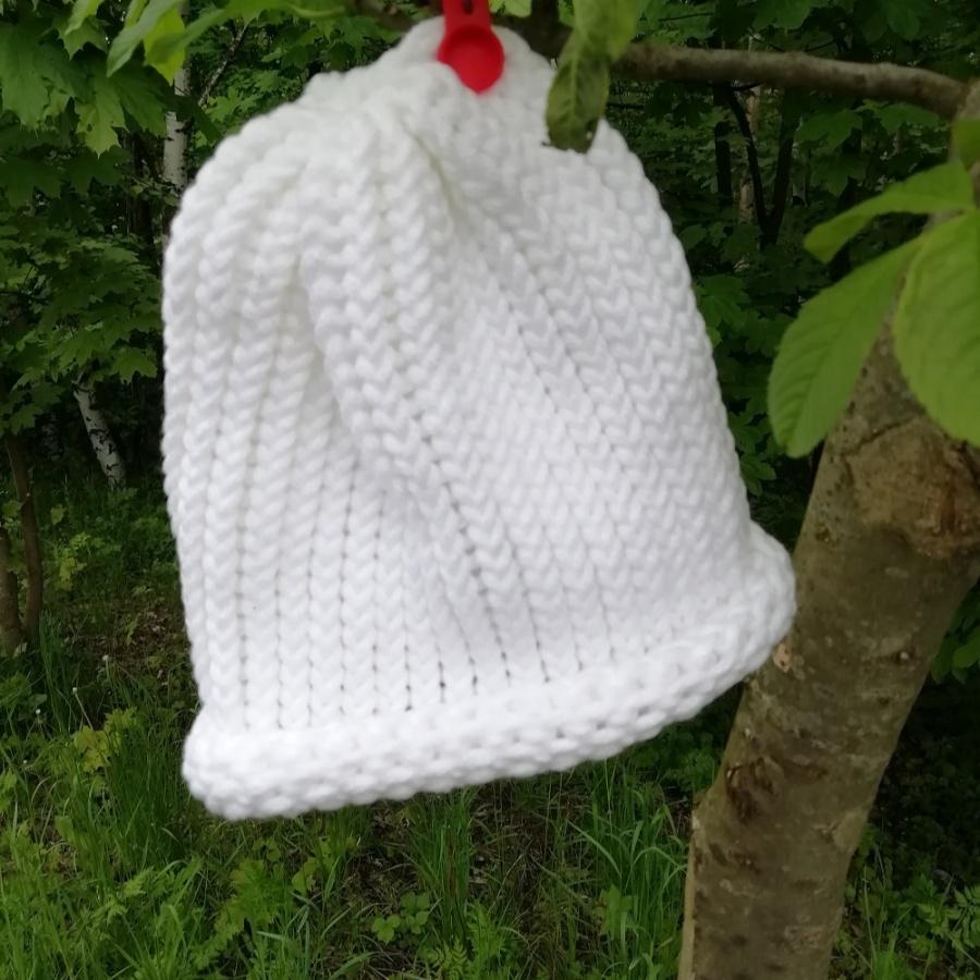 Pletená čepice skladem bílá