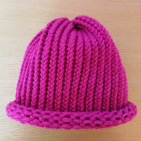 Pletená čepice skladem purpurová fialovo-růžová