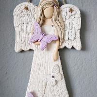 Anděl 22 cm s fialovými motýlky