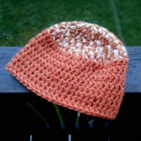Čepice háčkovaná oranžová s béžovou