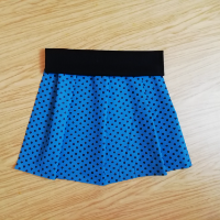 Šitá sukně - černé puntíky na tyrkysovo-modré