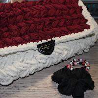 Handmade crochet kabelka