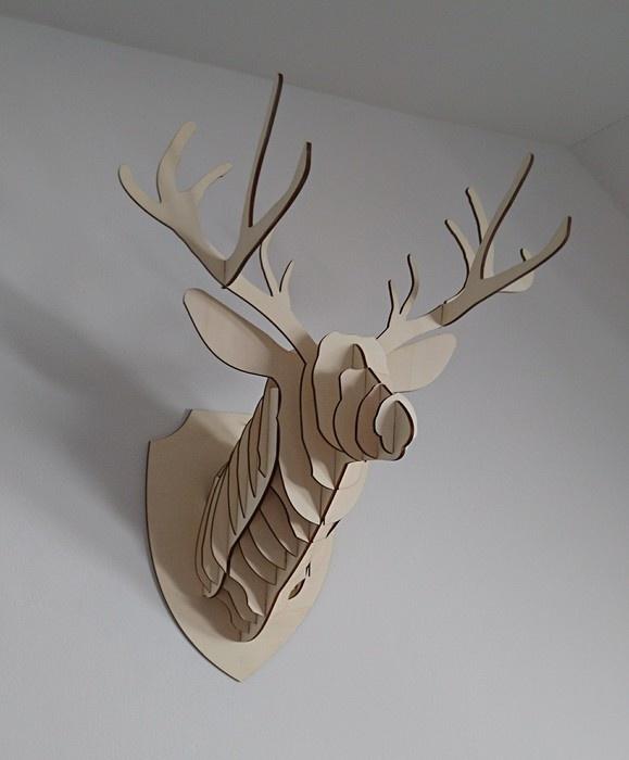 Dřevěná trofej Jelen