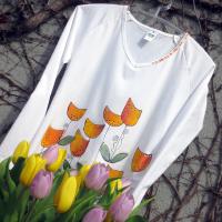 Tričko plné tulipánů