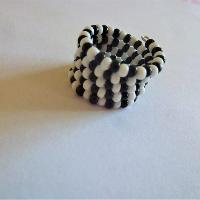 Černobílý prsten