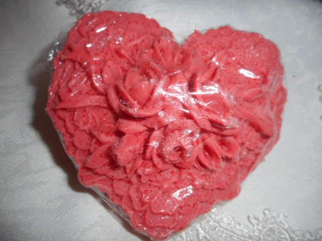 mýdlo - červené srdce s růžemi