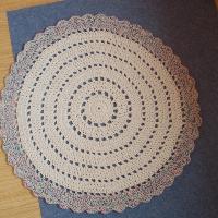 Háčkovaný kobereček 100cm.